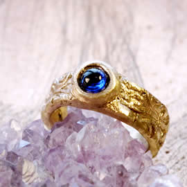 g92a-005 Unisex ring medieval-renaissance style bronze+blue synt corindon us 8 1/2