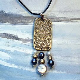 h42F-017 Bronze Pendant with real sweetwater pearls
