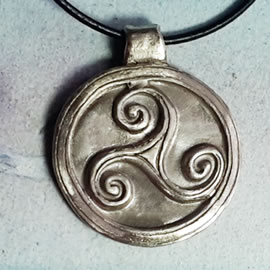y41b5-078 Pendant 38mm triskel, silver bronze or copper , black leather cord